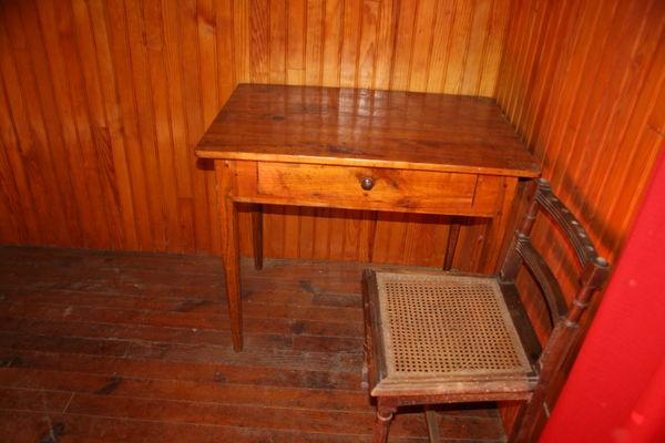 Ensemble ancien bureau + chaise 70 Ax-les-Thermes (09)