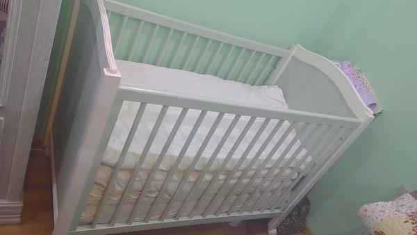 Ensemble lit bébé avec armoire très bon état Mobilier enfants