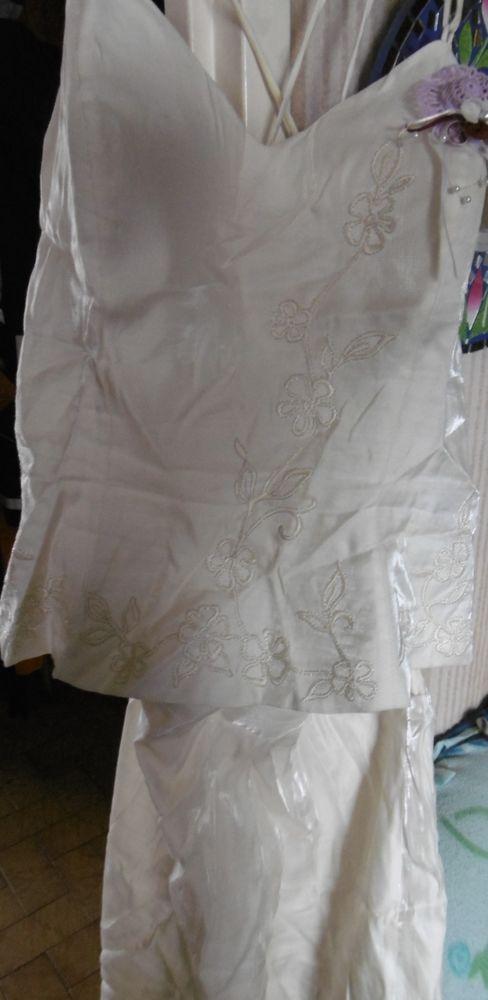 ensemble beige en satin, haut à bretelles et jupe longue 20 Villars-les-Dombes (01)