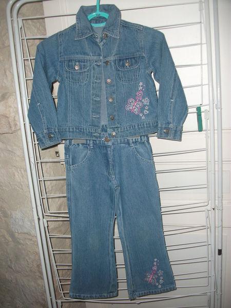 Un ensemble en jean pour fille 4 ans 7 Villemer (89)