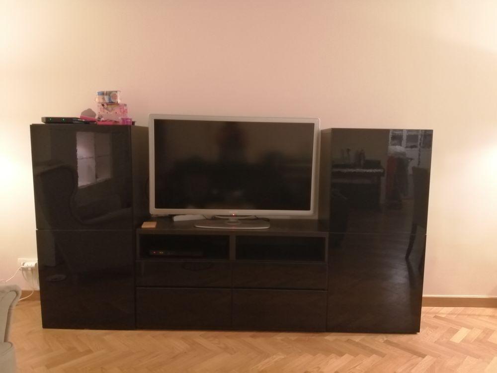 Un ensemble de 3 meubles tv besta ikea en noir laqué.