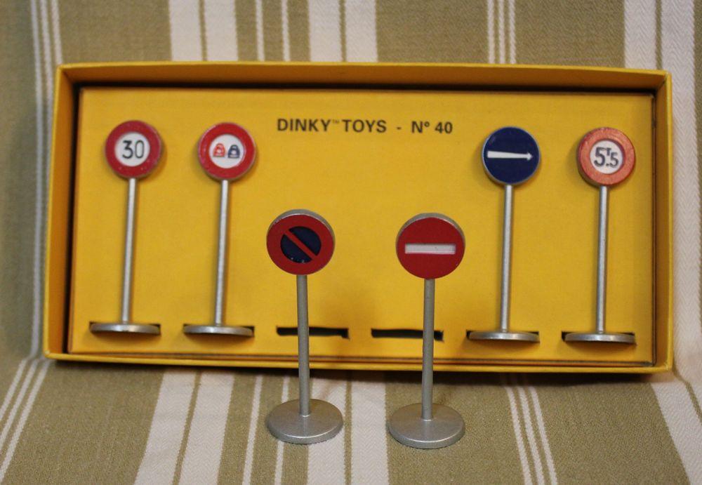 Ensemble de panneaux Dinky Toys 15 Chartres (28)