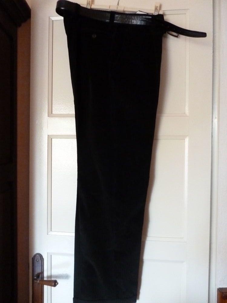 Ensemble pantalon et veste en velours 60 Mont-de-Marsan (40)