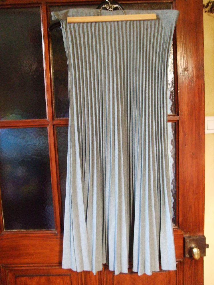 Ensemble 3 pièces, jupe plissée soleil, mi-saison. 30 Sablet (84)