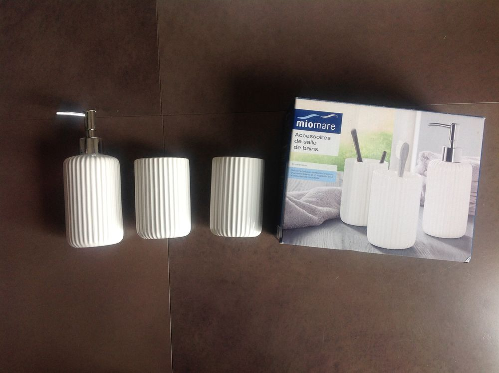 ensemble de salle de bains en céramique blanche 10 Fontvieille (13)
