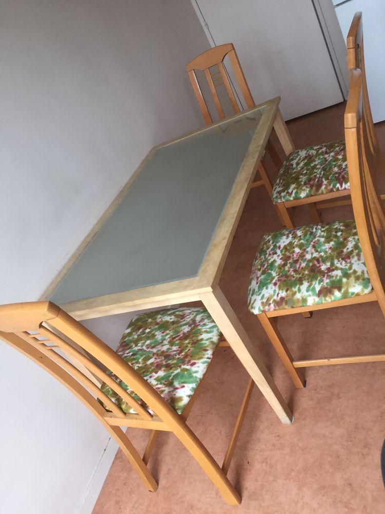 ensemble table en bois avec plateau en verre trempé et ses 4 chaises  vintage 60 Thiais (94)