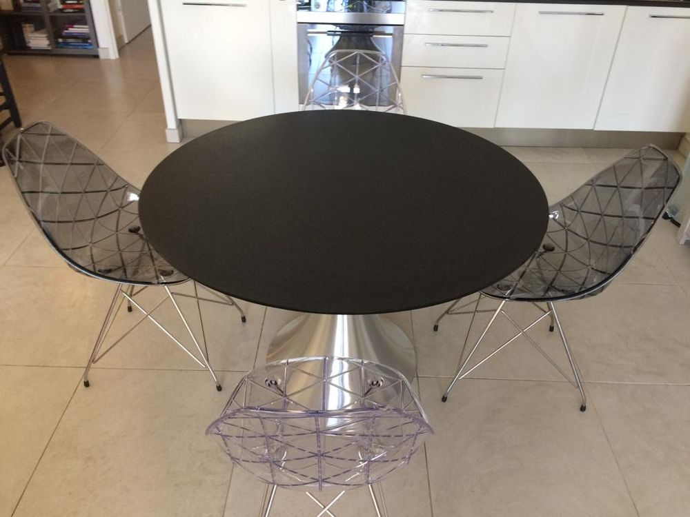 Ensemble table + chaises 400 St Isidore (06)