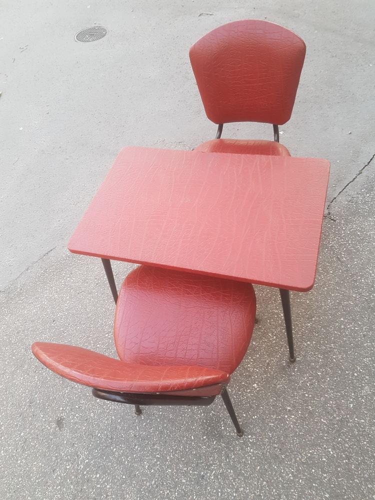 Ensemble table et deux chaises enfant vintage. 130 Lyon 1 (69)