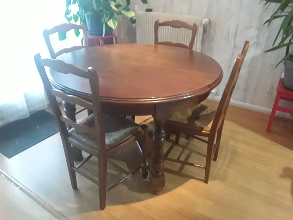 Ensemble table ronde et 4 chaises  200 Fontenay-sous-Bois (94)