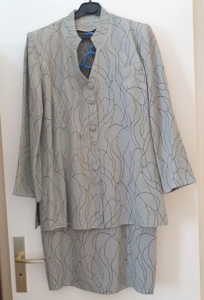 Ensemble veste longue et jupe 30 Le Plessis-Bouchard (95)