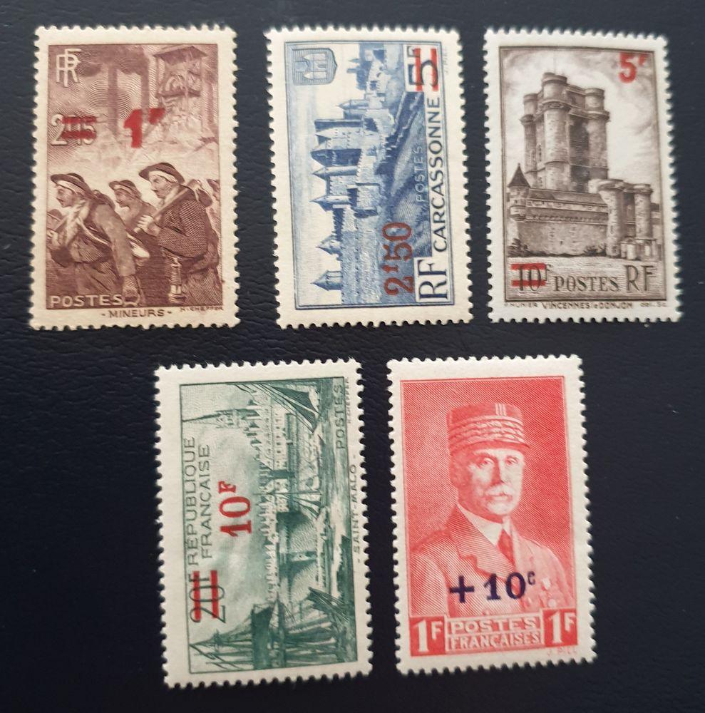 Entre 489 et 494 timbres avec charnières
