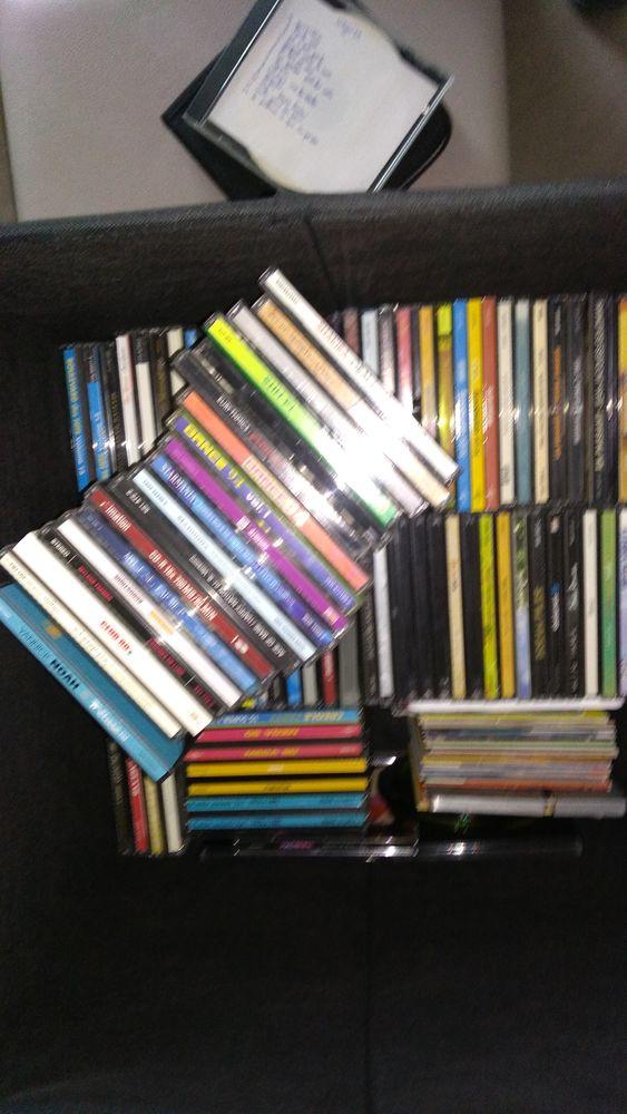 cd lot d environ 80cd musique française et internationale . 50 Venelles (13)