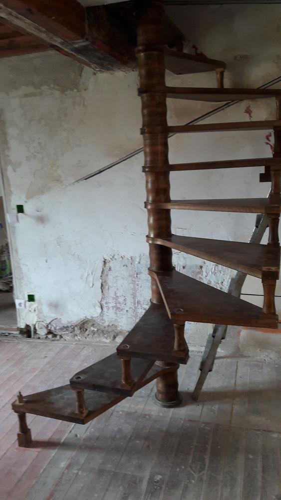 escalier colimaçon bois 700 Lozanne (69)