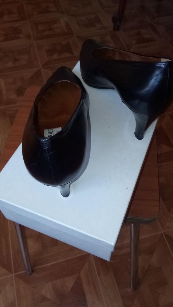 escarpins  cuir  noir 20 Saint-Ouen (93)