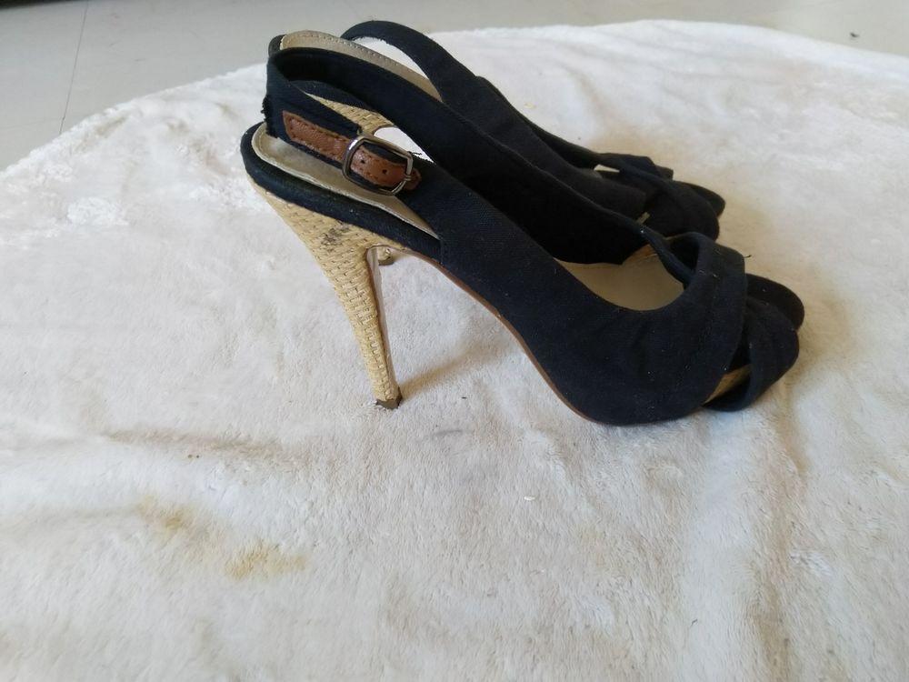 Escarpins noirs Taille 39 neufs 20 Aix-en-Provence (13)