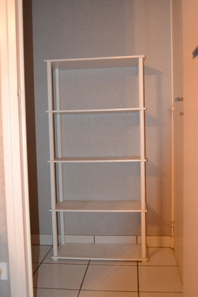 Etagère de bonne qualité en PVC blanc avec 5 étages 10 Veauche (42)
