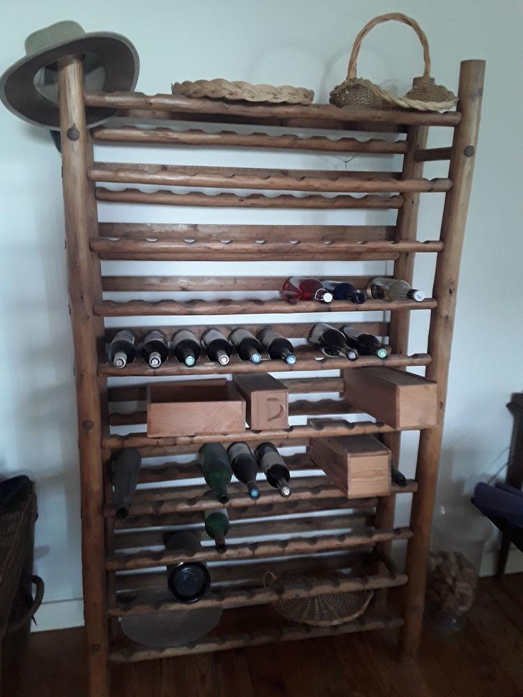 étagère à bouteilles en bois  0 Fronsac (33)