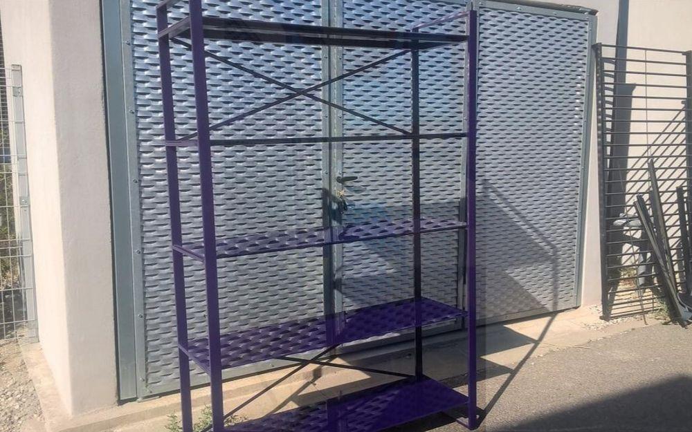 Etagere violette en verre trempé 50 Villeneuve-lès-Avignon (30)
