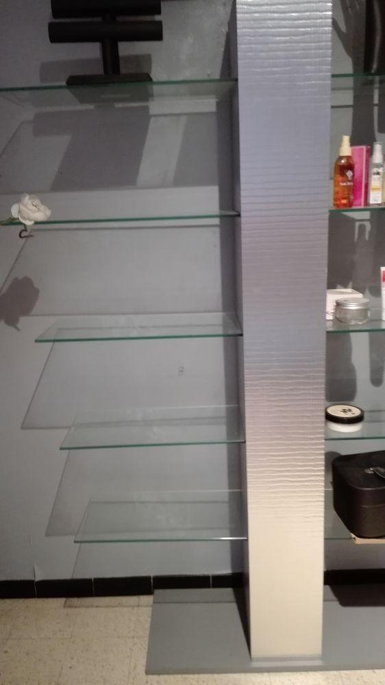 Étagères vitrées pour magasin 145 Beaucaire (30)