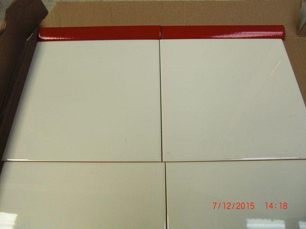 faïence blanc 20x20 +liseré rouge  7 Tourlaville (50)