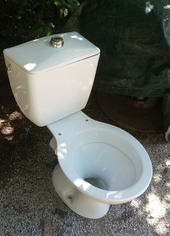 WC faïence blanc  35 Nice (06)