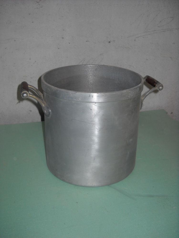 faitout aluminium N° 22 5 Lézan (30)