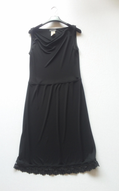 la fameuse petite robe noire LOLITA LEMPICKA 100 Paris 6 (75)