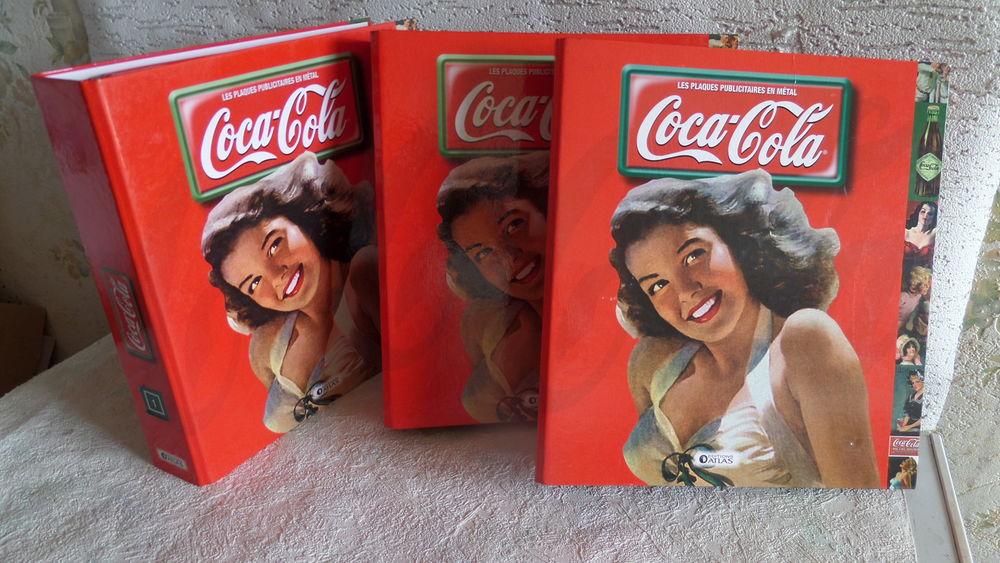 fascicules sur les plaques publicitaires de COCA COLA 15 Lyon 8 (69)
