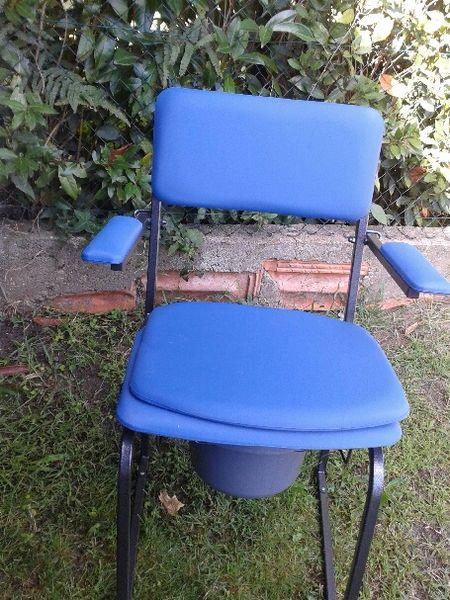 Fauteuil bleu pour personne agée ou handicapé.  40 Labenne (40)