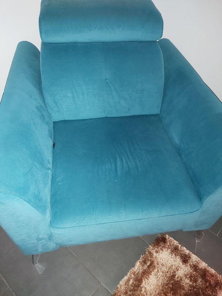 Fauteuil   bleu turquoise  type design   en bonne état  100 Bondoufle (91)