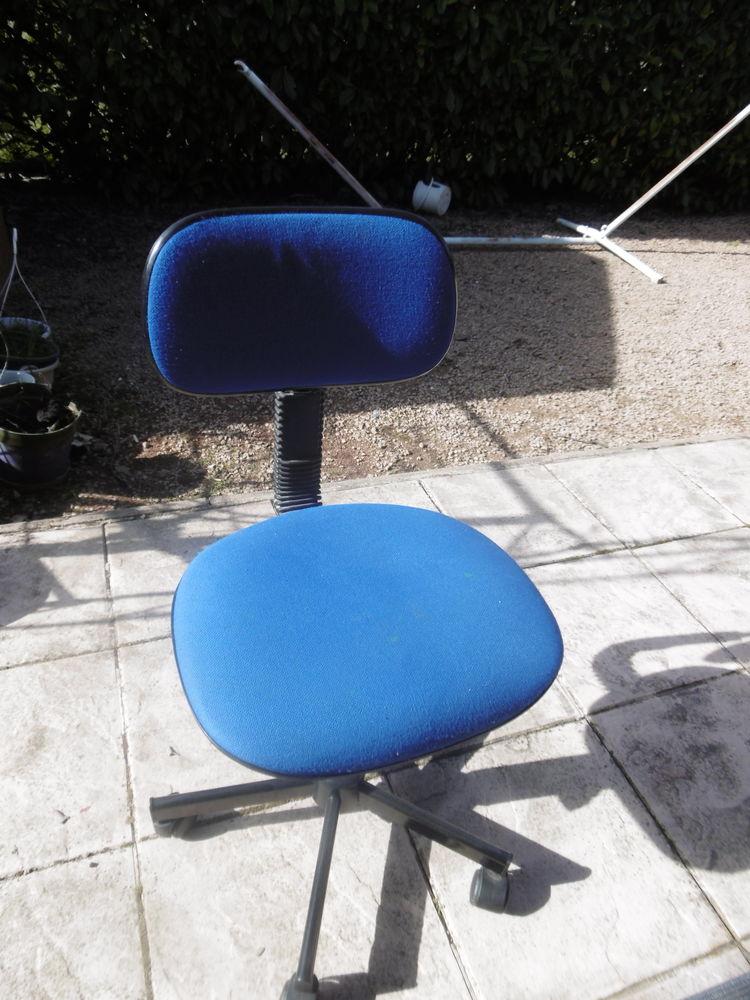 Fauteuil bureau sur roulettes bleu 14 Villars-les-Dombes (01)