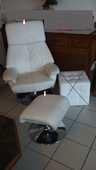 Fauteuil en cuir blanc + repose pieds cuir blanc 300 Gujan-Mestras (33)