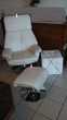 Fauteuil en cuir blanc + repose pieds cuir blanc Gujan-Mestras (33)