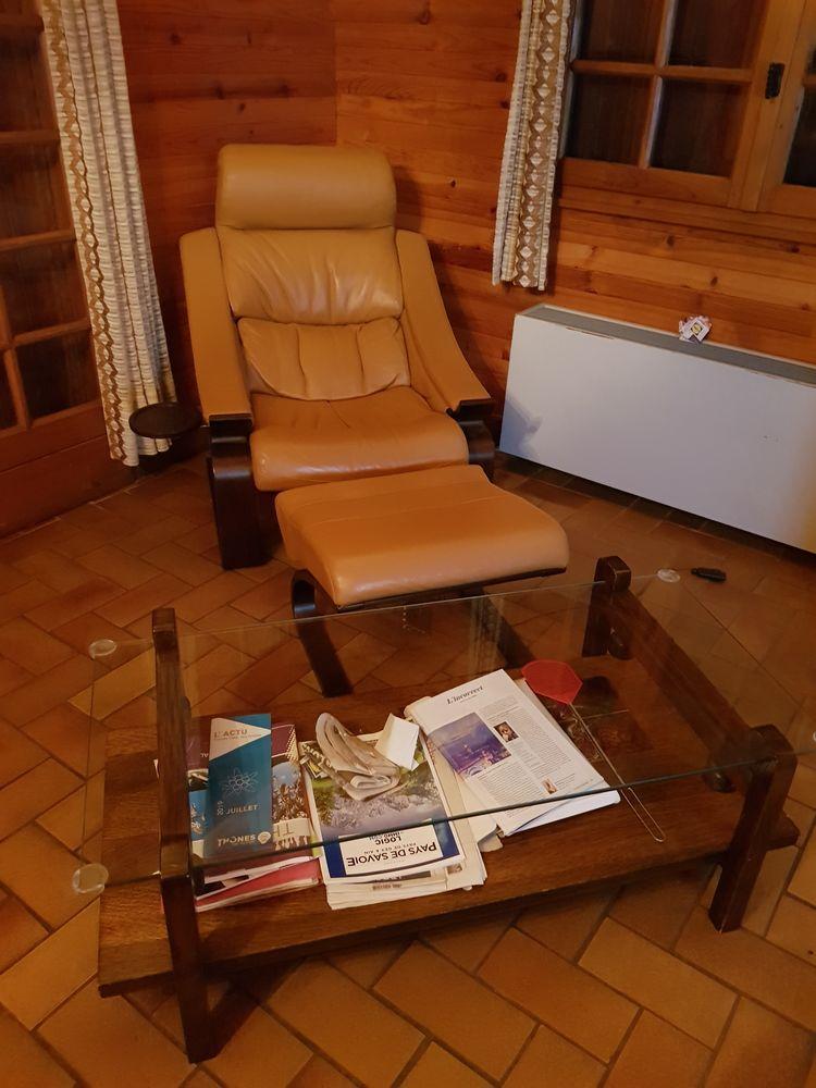 Fauteuil en cuir + table basse Meubles