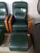 Fauteuil cuir vert et boiserie + repose pieds