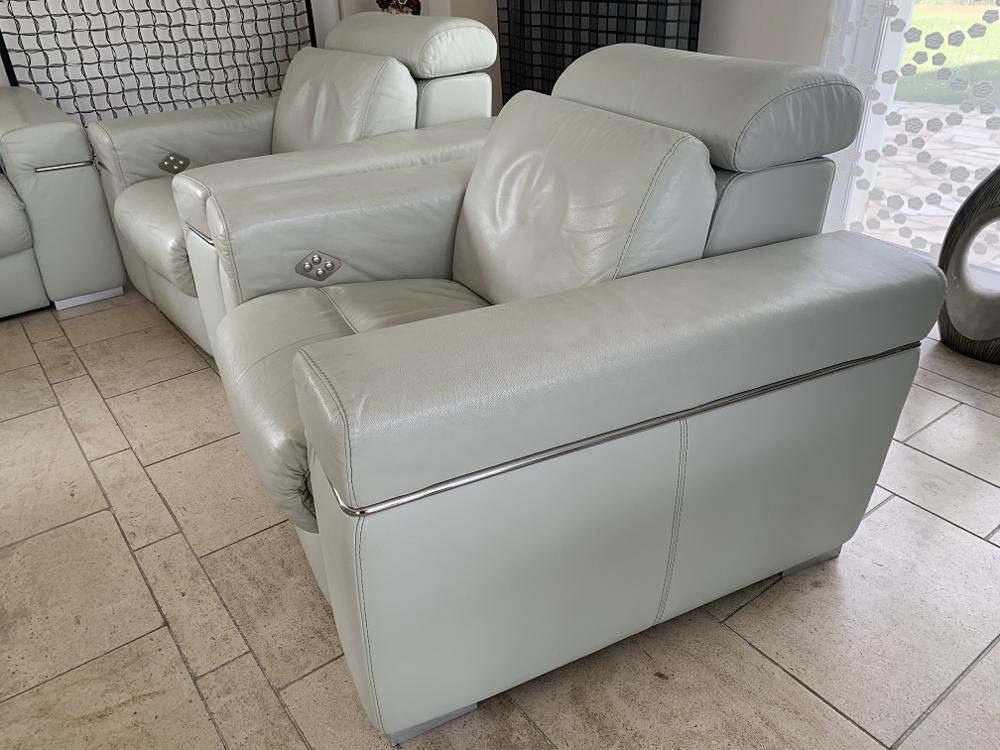 1 fauteuil électrique et 1 canapé  2 places 600 Gleizé (69)