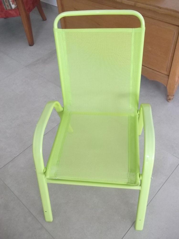 fauteuil enfant vert anis  12 Nort-sur-Erdre (44)