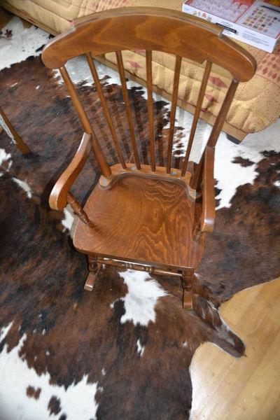 rocking chair occasion annonces achat et vente de rocking chair paruvendu mondebarras page 8. Black Bedroom Furniture Sets. Home Design Ideas