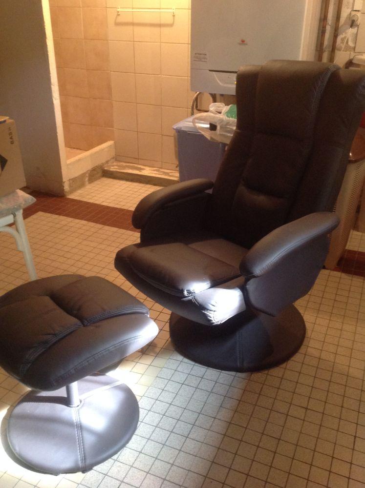 fauteuil marron avec repose pieds tout neuf peu servie 0 Melun (77)