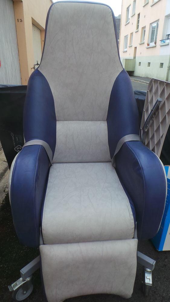 fauteuil médical très bonne état 80 Quimper (29)