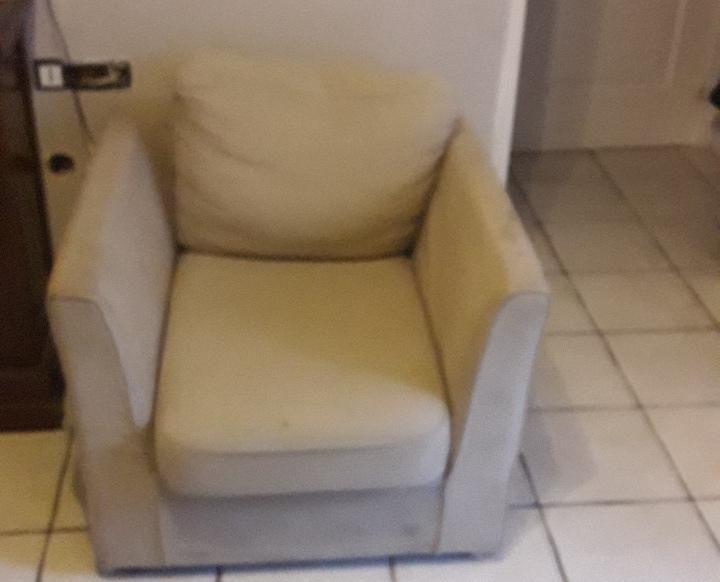 2 fauteuil + pouf dans l états 190 Le Havre (76)
