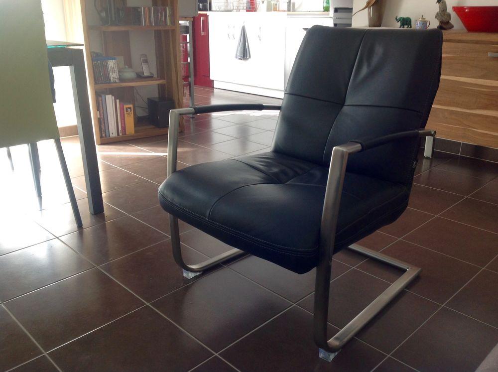 fauteuil de salon en cuir noir de marque H&H 250 Vannes (56)