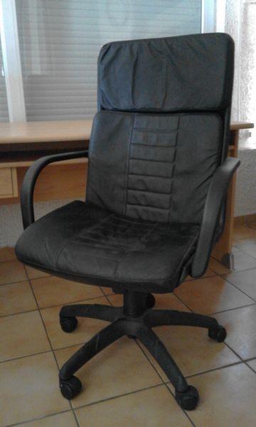 3 fauteuils de bureau en simili cuir noir Meubles