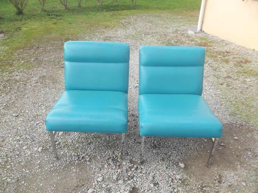 2 fauteuils chauffeuses vintage style (guariche) bleu 150 Commentry (03)