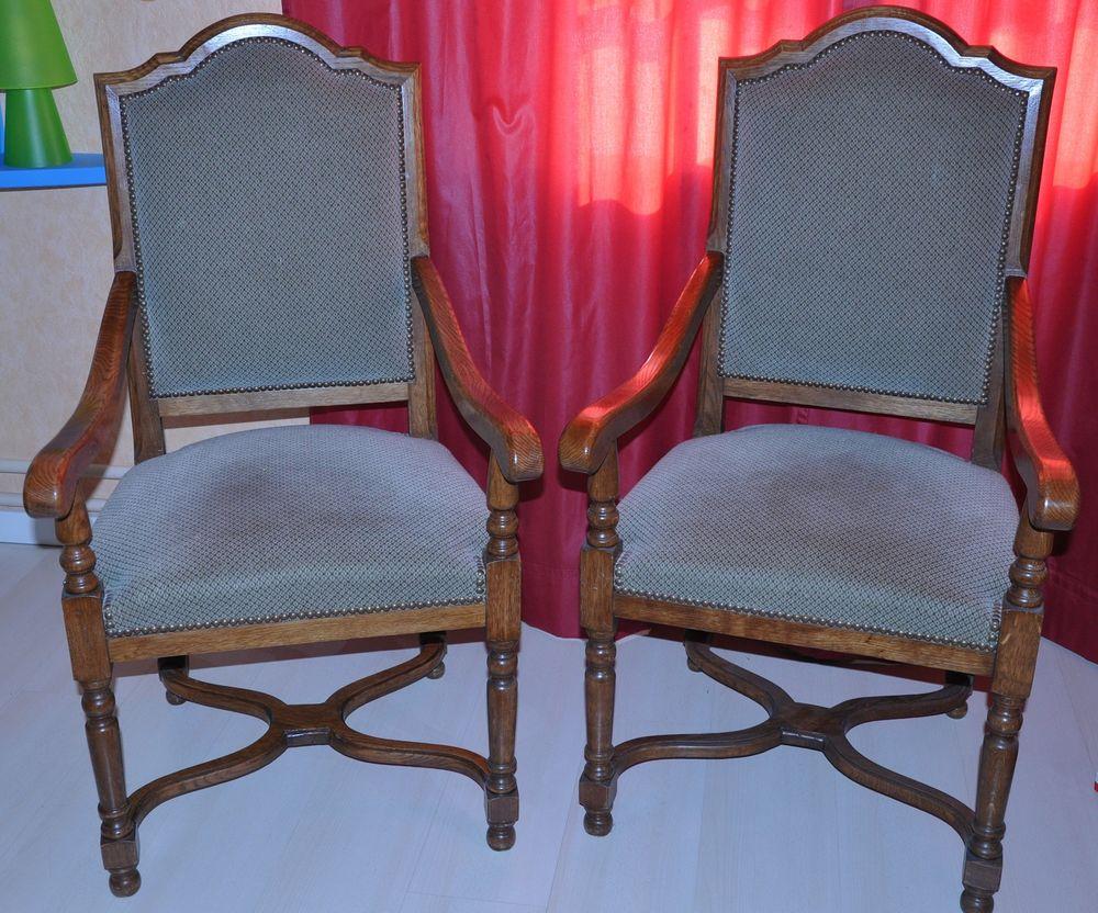 Lot de 2 fauteuils en chêne massif avec assise en tissu 100 Avrainville (91)