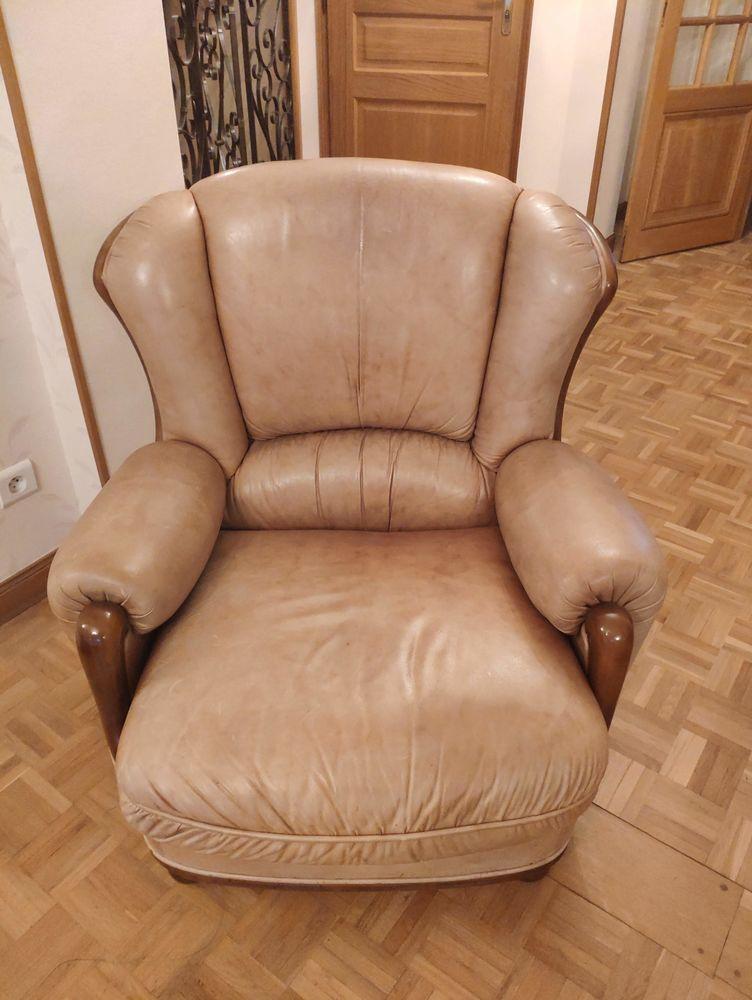 Lot de 2 fauteuils cuir beige et bois bon état 100 Bourges (18)