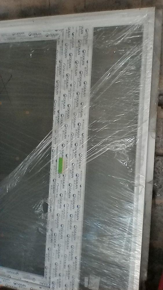 Fenêtre PVC dble vitrage oscillo-battante 230 Rétaud (17)