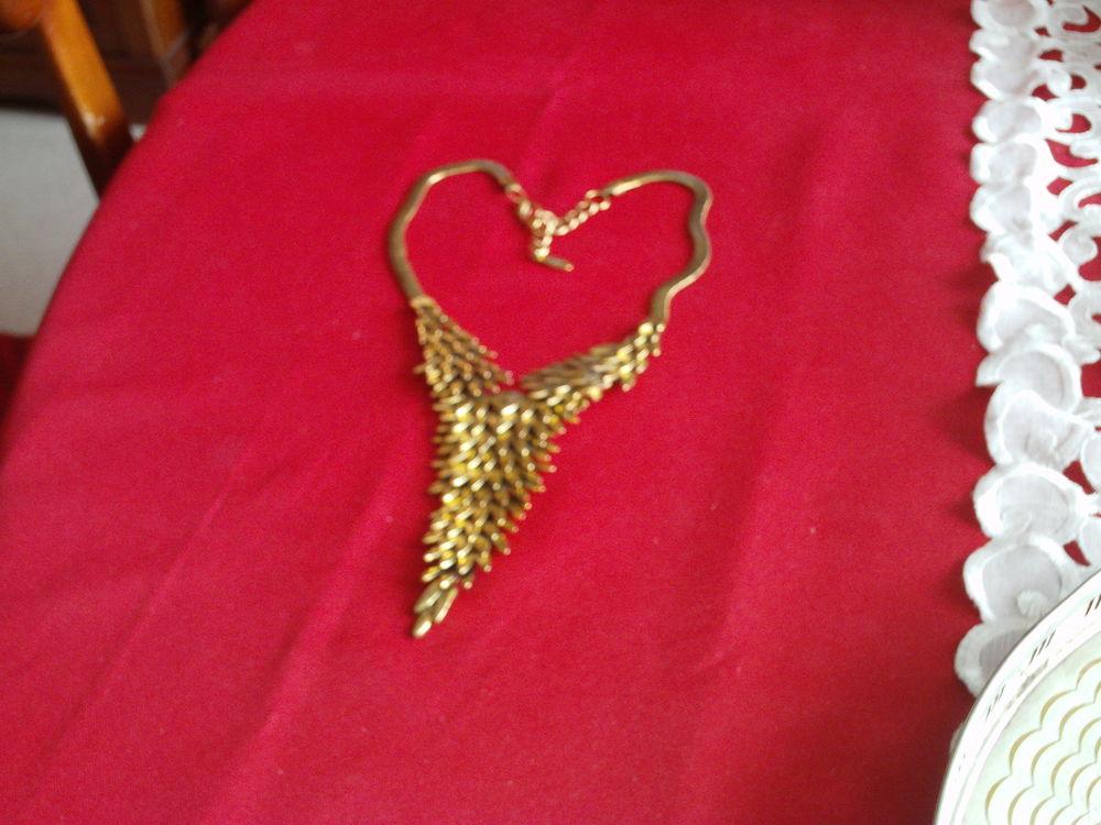 LM feuille  collier ancien dorée or fin N° 614 15 Bragny-sur-Saône (71)