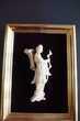 figurine chinoise encadrée sur feutre noir Rennes (35)