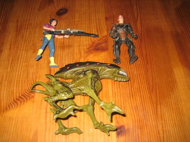lot 3 figurines ALIENS kenner 1992  15 Cézy (89)